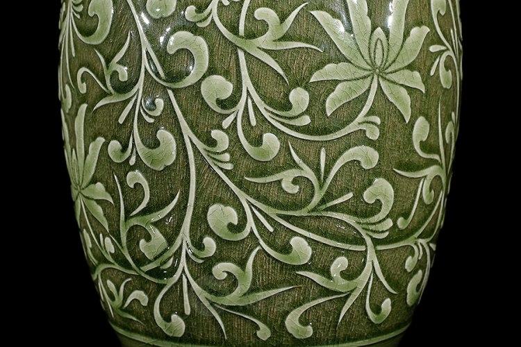 缠枝牡丹瓶